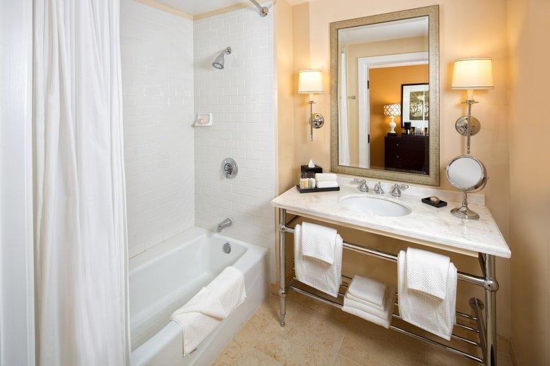 LA Estancia Guest_Room-188-Bathroom_P.jpg