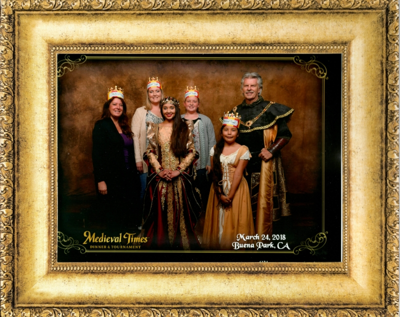 Always a fun souvenir, get your royal picture taken upon entering the castle with the queen. (picture is delivered to you and can be purchase during the show)