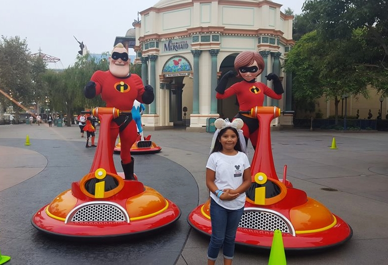 Incredibles at DCA (c) Cleverly Catheryn