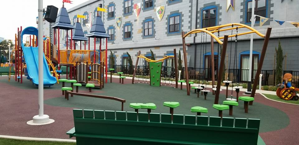 Outdoor Play area/Pool nestled between the hotel has lots to keep your kids busy after the Legoland park closes.