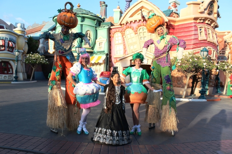 Early Trick or Treating in Toon Town during Mickey's Halloween Party