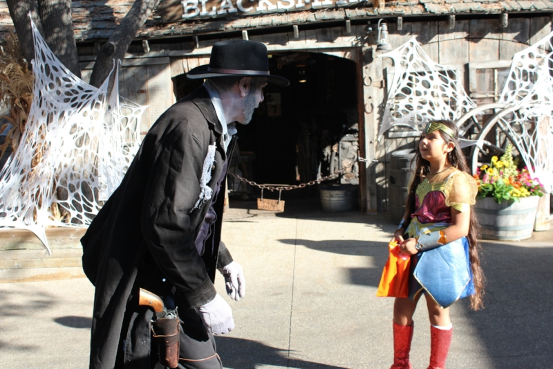 Spooky Farm at Knott's berry farm (c) Cleverly Catheryn