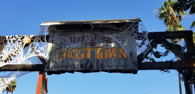 Ghost Town at Knott's Berry farm (c) Cleverly Catheryn