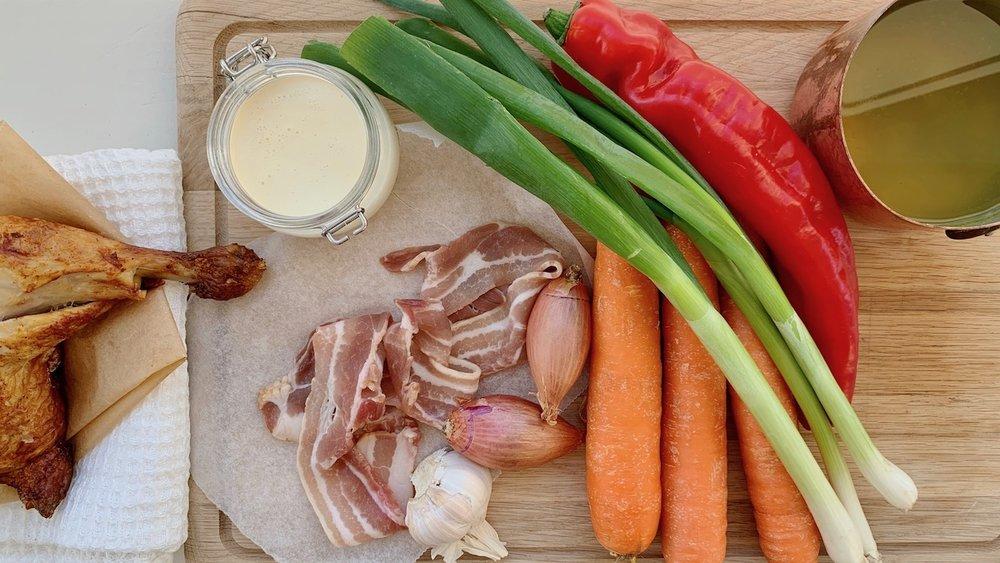 Dette trenger du for å lage en varmende, kremete kyllingsuppe. Foto: Familiematblogg
