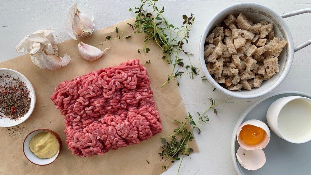 Utgangspunktet for disse kjøttbollene er en allsidig og god kjøttfarse som du også kan bruke til blant annet kjøttpudding og lunsjkaker.