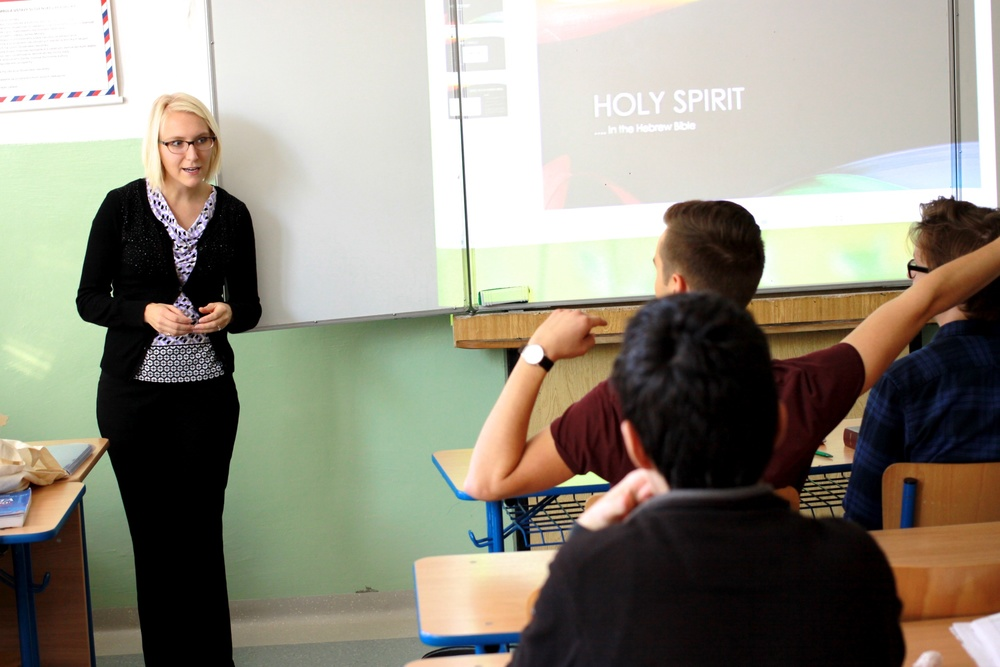 Former intern pastor Dominique McFall Buchholz teaching a Religion class at the Lýceum.