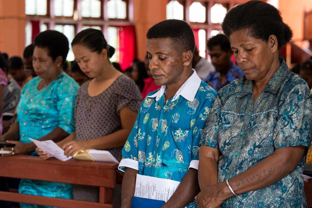 Yosua menghadiri ibadah hari Minggu di gereja dengan keluarganya. Ia bersyukur dan berterima kasih kepada Tuhan untuk kesehatannya.