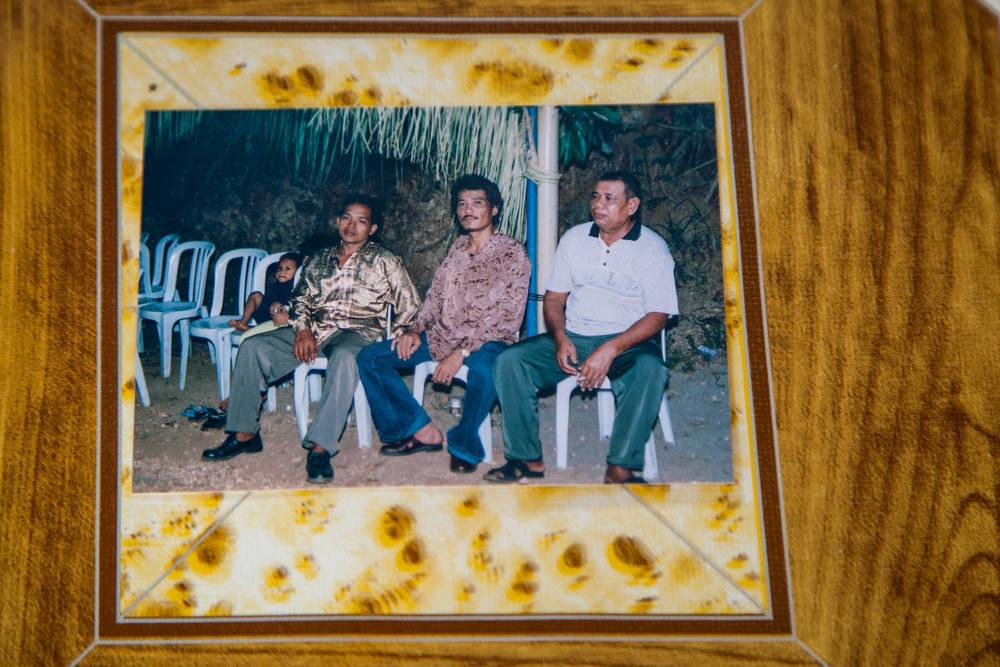 Foto Pak Jhon di pesta keluarga sebelum memperoleh pemulihan kesehatan secara penuh.