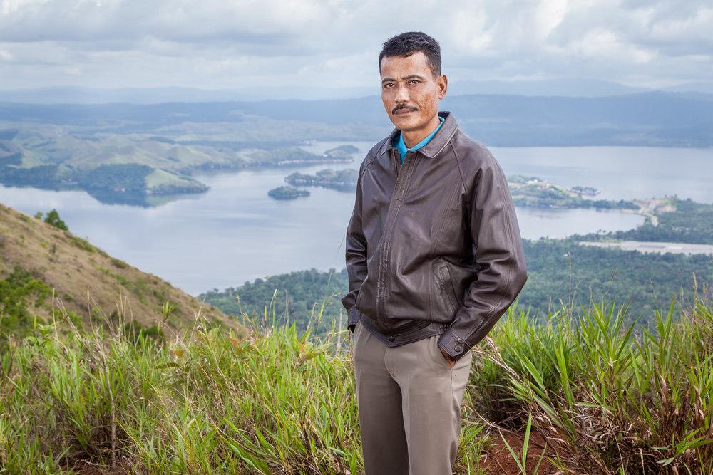 Foto portrait Pak Jhon; Seorang suami yang setia, figur ayah yang penyayang, dan seorang pengusaha.
