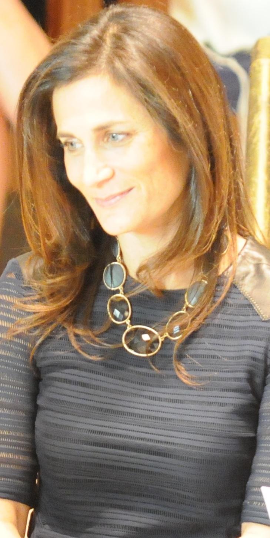 Julie 48