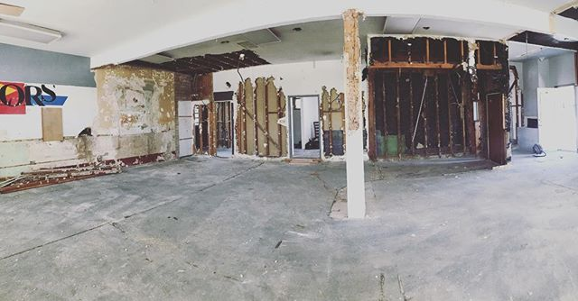 OMGGGGG 🤷🏼‍♀️🙈 Just build a new salon they said, it will be fun they said 🤯Well here we go! Just cus we like a little chaos 🤪 let's rebuild this and turn it into a new space for our wonderful team!! Many MANY thanks to @simplybrivaughn and @vaughngo for going for it today!