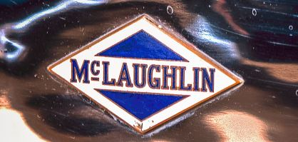 Plakette mit McLaughlin-Buick-Emblem, 1922. Sammlung des Kanadischen Automobilmuseums.
