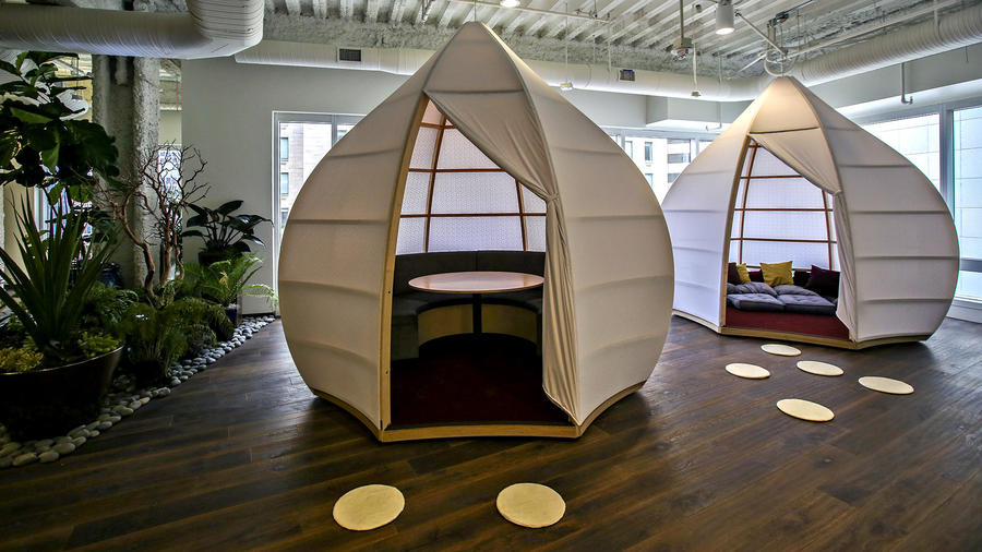 CAPTIONHip offices in downtown Los Angeles Irfan Khan / Los Angeles Times PODS IN THE SHAPE  of Chinese lanterns — for meetings or solo work — were created for a law firm in the Gas Co. Tower model office suite.
