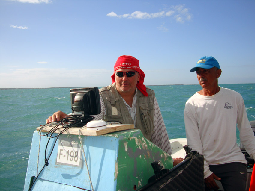 Raimund Krob leading the survey with Captain Tony Castillano from the  Ministry of Medio Ambiente y Recursos Naturales