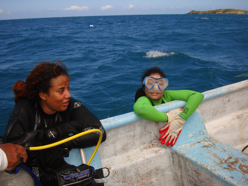 Diana Bastalla (left) from Medio Ambiente and Ruth Pion, surfacing after a dive on Wreck Two