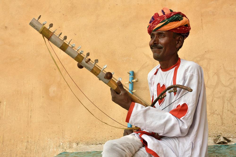 Rajasthani street musicians playing the 'Sarangi', Jaipur 2.jpg