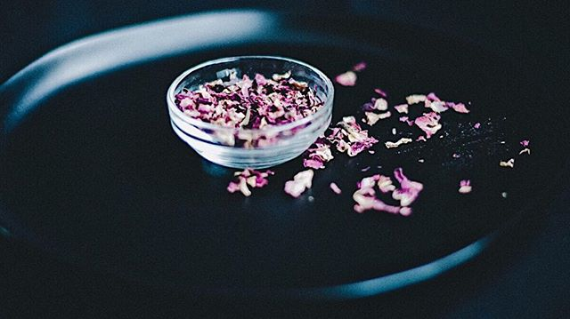 "ROSE: The rose has been called ""The Queen of Flowers"". Now, I'm not gonna argue that. If you have ever visited a rose garden then you know what I'm talking about. 🌹 Obviously, you don't have to visit a rose garden to know there's something special with this flower.  The sweet and therapeutic aroma is worth the hype. In skincare its one of the most gentle. ALL SKIN TYPES GET IN LINE...it is moisturizing, it tones, and helps more seasoned skin types with fine lines. I'm always looking for ways to put roses in my formulations. Right now you can find it in the GENTLE BOTANICAL MASK.  Ahhh, so gentle, yes so gentle.  Also, I'm just gonna be straight up with this. Don't underestimate the power of a good mask. Oooooh!! The softness that you will feel, the tone and tightness that will have you looking in the mirror like you got a new face, haha. It's kind of dramatic. The reason its so key to your weekly or monthly ritual is that your products will work better after a mask and light exfoliation. They will get DEEP. Deep and nourishing to our busy, busy...so busy lifestyles that we're conditioned to have. Hmph, don't get me started.  STOP DAMMIT...smell the roses. Recalibrate. Refresh. Link in bio to shop the botanical mask which also includes: lavender, maca, chamomile and kaolin clay. . FREE SHIPPING EVERY THURSDAY STARTING JANUARY 31st . . .  #healdontconceal #gentlebotanicalmask #willowandoakskincare #claymask #flowermask #roses #beautifulskin #flowerpowerskincare"