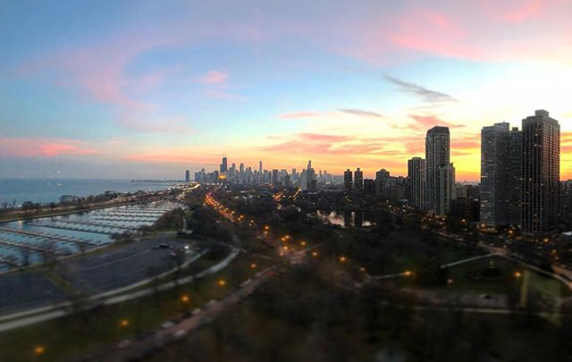 Pretty good sunset last night. #chicago #skyline #neat