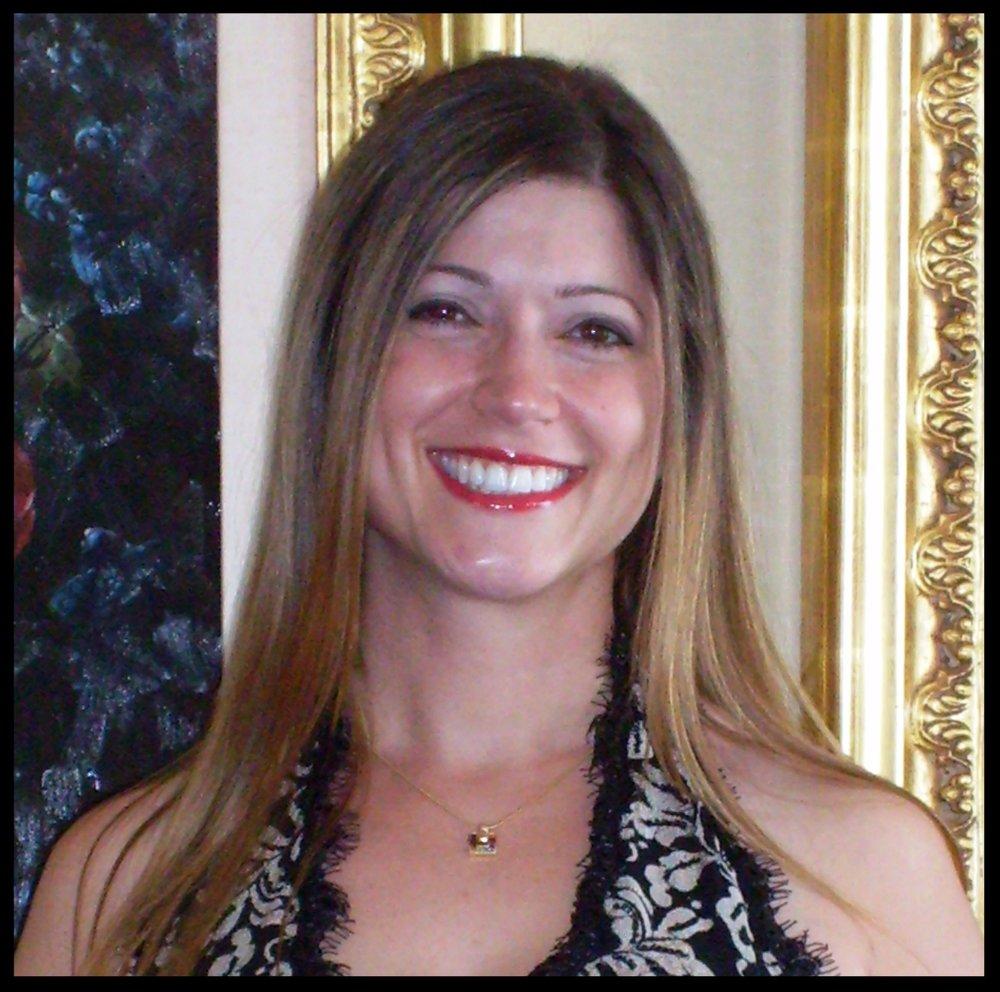 Dr. Leah Robbins