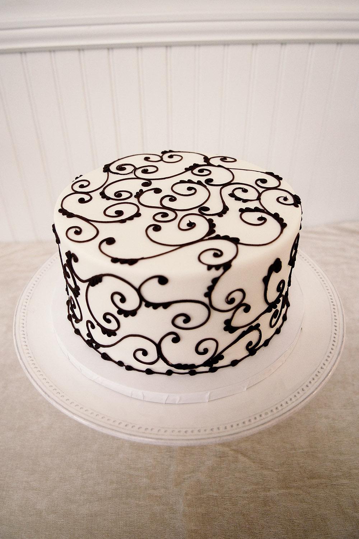 Maxie Bspeek at our cakes