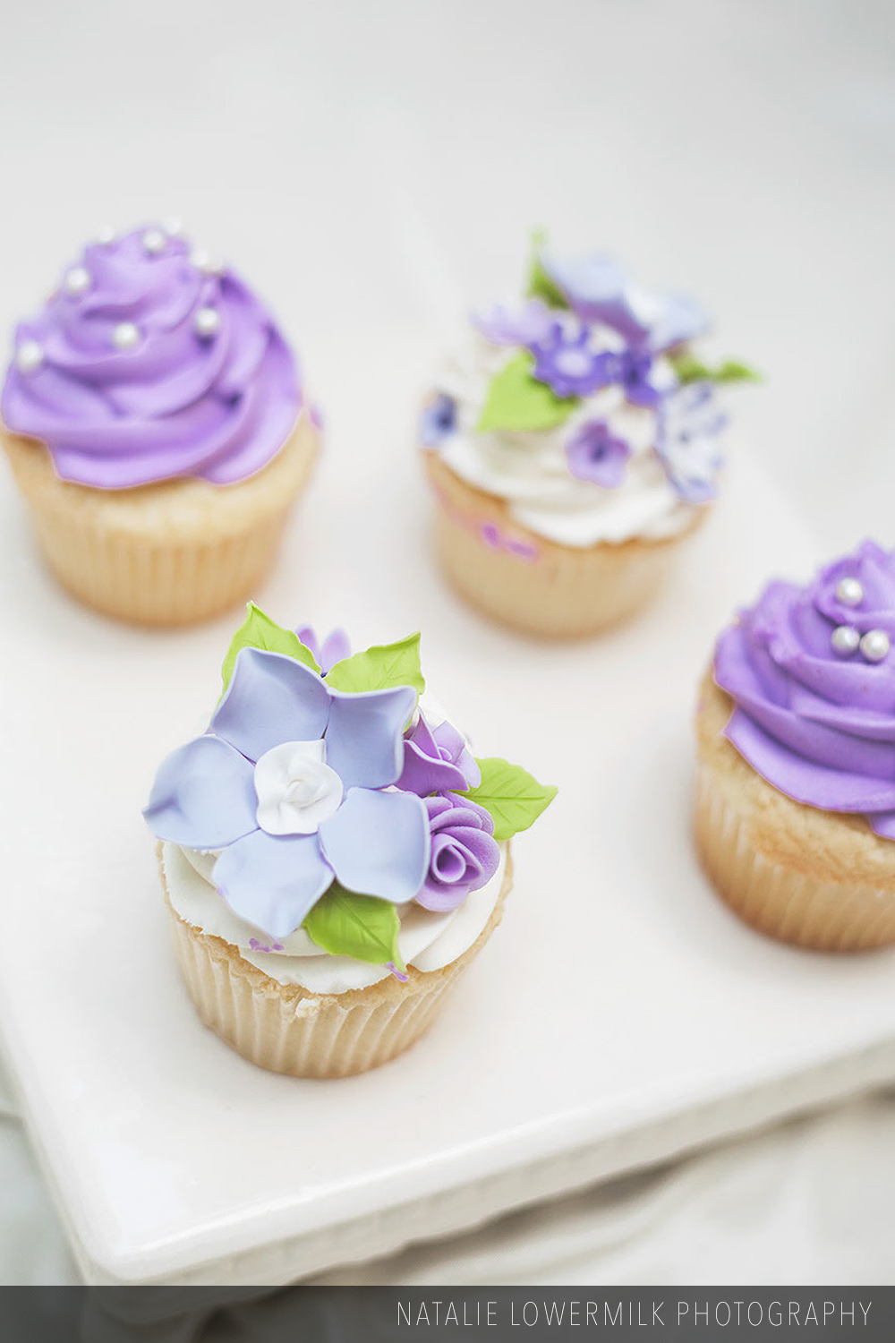 Custom_decorated_cupcakes_002.jpg