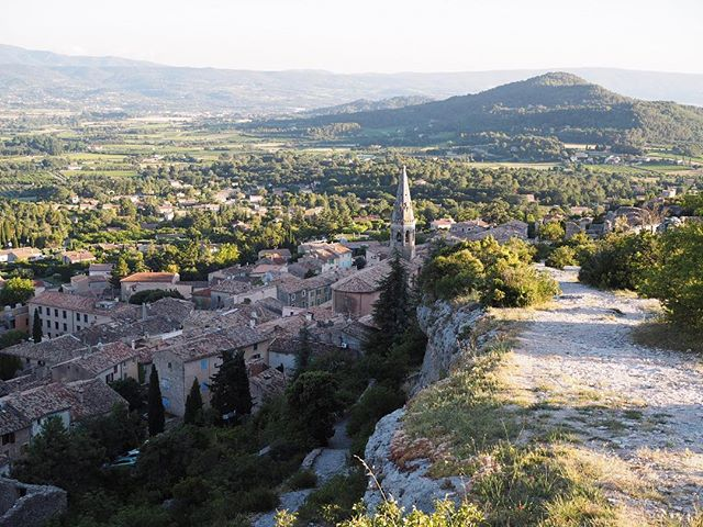 My favorite thing to do in Provence? Grabbing a basket, filling it with wine, bread, and cheese, and hiking up above a gorgeous historic town and enjoying the valley views. Oh how I miss this day! . . . . . . .  #travelgram #travelbug #traveltheworld #instatravel #traveladdict #globetrotter #travelblog #instapassport #backpacking #wanderlust #wanderer #travelblogger #travelgirl #traveldeeper #travelstoke #travelawesome #doyoutravel #passionpassport #exploringtheglobe #willjourney #glt #charmedtraveler