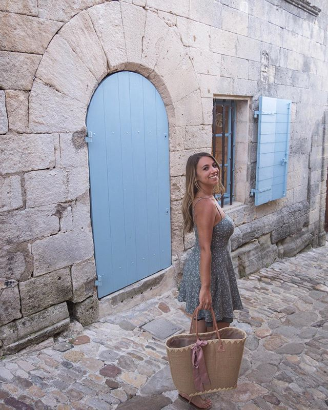 Wandering around old cobblestoned streets equals a very happy girl . . . . . . .  #travelgram #travelbug #traveltheworld #instatravel #traveladdict #globetrotter #travelblog #instapassport #backpacking #wanderlust #wanderer #travelblogger #travelgirl #traveldeeper #travelstoke #travelawesome #doyoutravel #passionpassport #exploringtheglobe #willjourney #glt #charmedtraveler