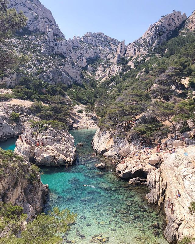 I still can't believe I was brave enough to cliff jump off that little island 🙈 it doesn't look that high but it definitely was in person! Wish I was back at the Calanques today ⛱ . . . . . . . .  #travelgram #travelbug #traveltheworld #instatravel #traveladdict #globetrotter #travelblog #instapassport #backpacking #wanderlust #wanderer #travelblogger #travelgirl #traveldeeper #travelstoke #travelawesome #doyoutravel #passionpassport #exploringtheglobe #willjourney #glt #charmedtraveler