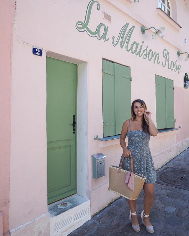 Summery throwback to wandering around beautiful Montmartre in Paris! Fall has finally arrived but I can't seem to get into sweater weather when I live for sundresses 😆 . . . . . . .  #travelgram #travelbug #traveltheworld #instatravel #traveladdict #globetrotter #travelblog #instapassport #backpacking #wanderlust #wanderer #travelblogger #travelgirl #traveldeeper #travelstoke #travelawesome #doyoutravel #passionpassport #exploringtheglobe #willjourney #glt #charmedtraveler