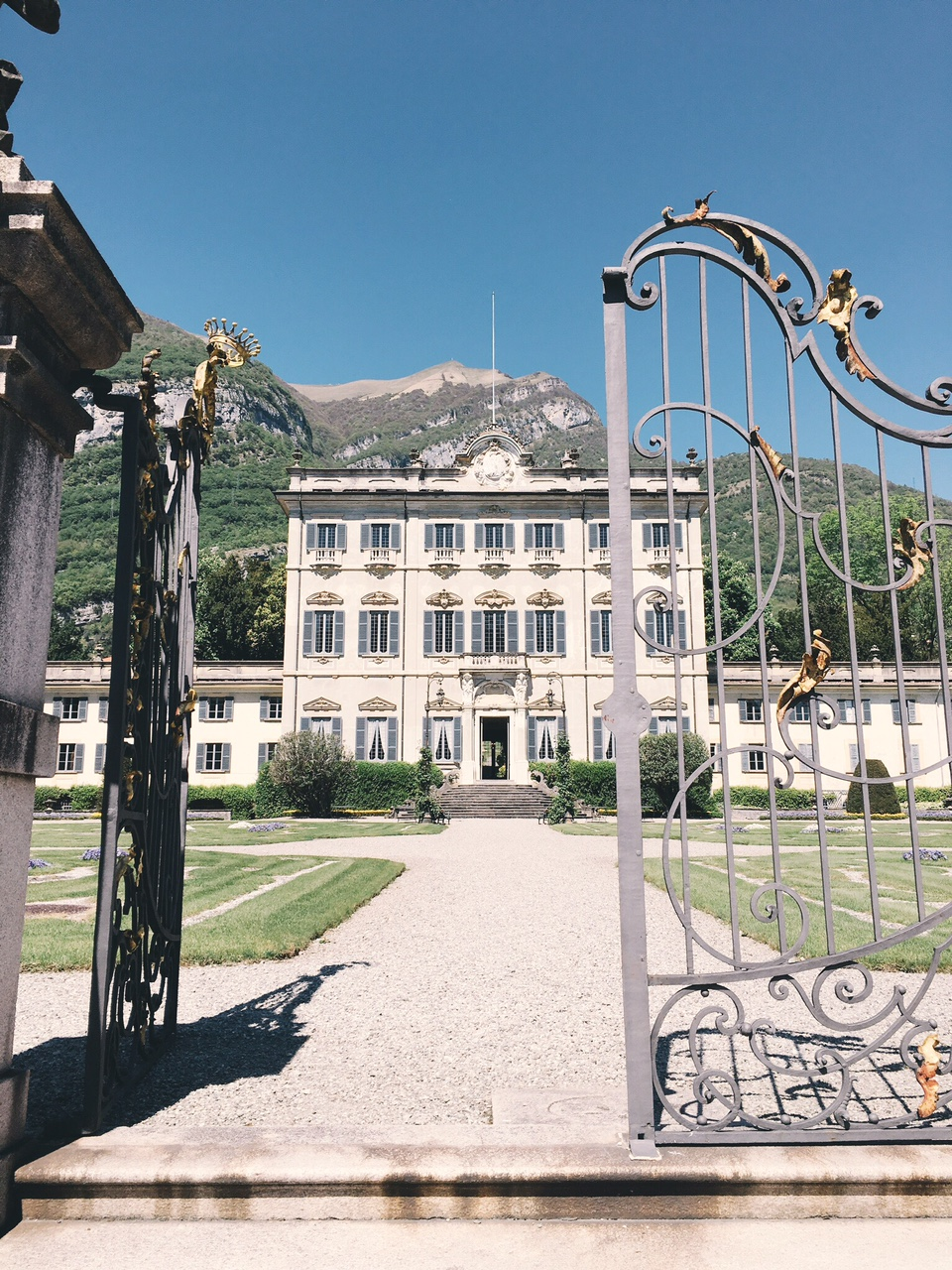 View of Villa Sola Cabiati from the street in Lake Como