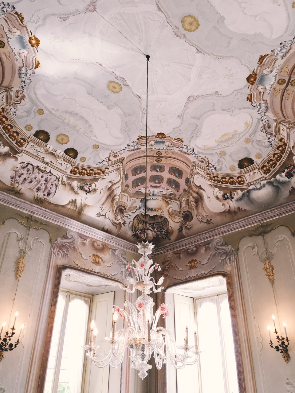 Lunch location at Villa Sola Cabiati with frescoed ceilings and elaborate chandeliers