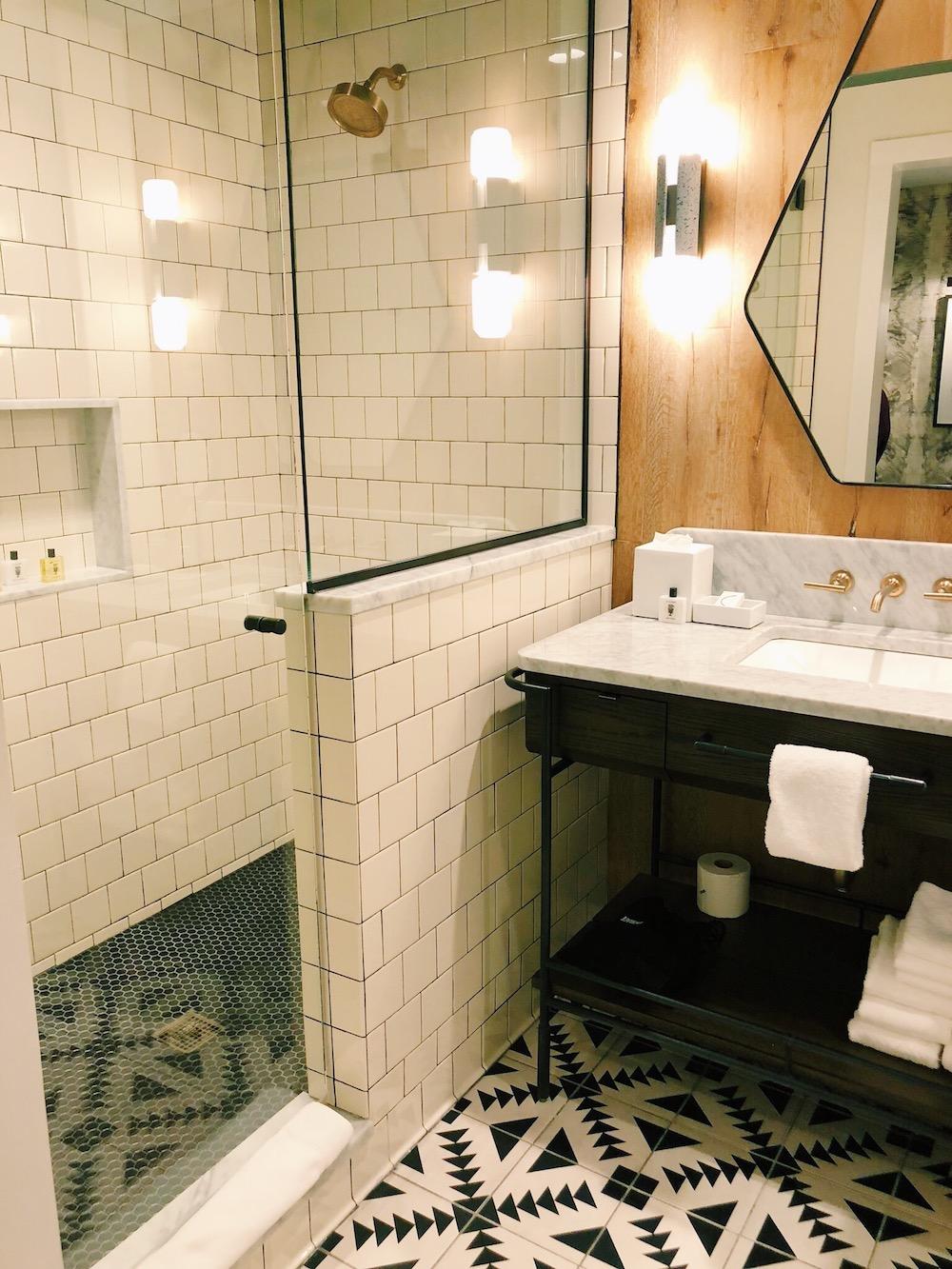 Mid-century moroccan bathroom decor