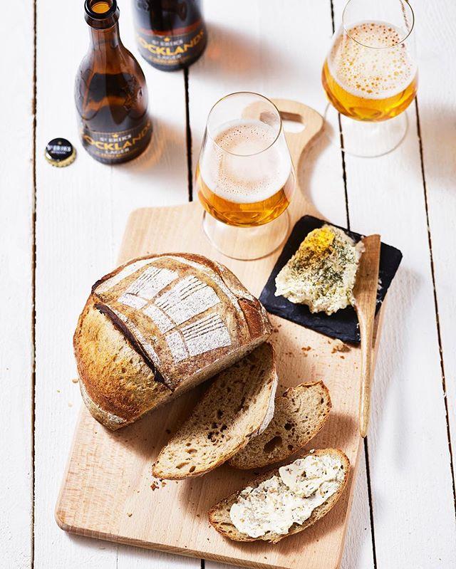 I senaste numret av @martinservera tidning Smakfullt har Kalle Bengtsson bakat bröd på vår öl vi gjort i samarbete med @steriksbryggeri receptet hittar ni på www.martinservera.se #kocklandslaget