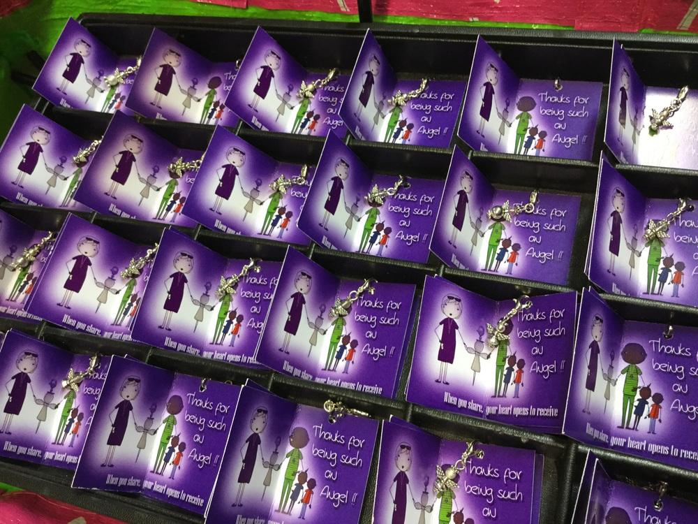 """""""When you share your heart opens to receive"""" wat een mooie Kerst gedachte   Ik heb hier een bak vol mini bedank engeltjes staan voor de donateurs, waar ik graag van af wil ;-)   www.angels4angels.nl   NL31INGB0007 0175 09   T.n.v. Stichting Angels4Angels"""