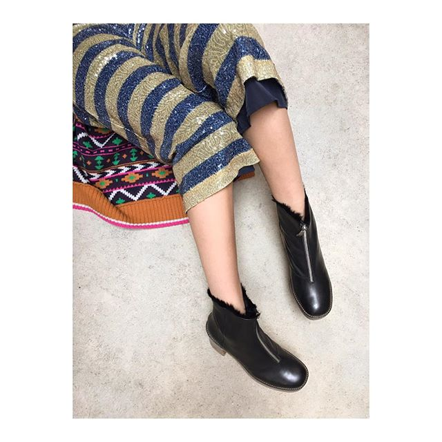 Stepping out #miista boots @miistashoes trousers & cardigan @scotch_official all @diverselondon