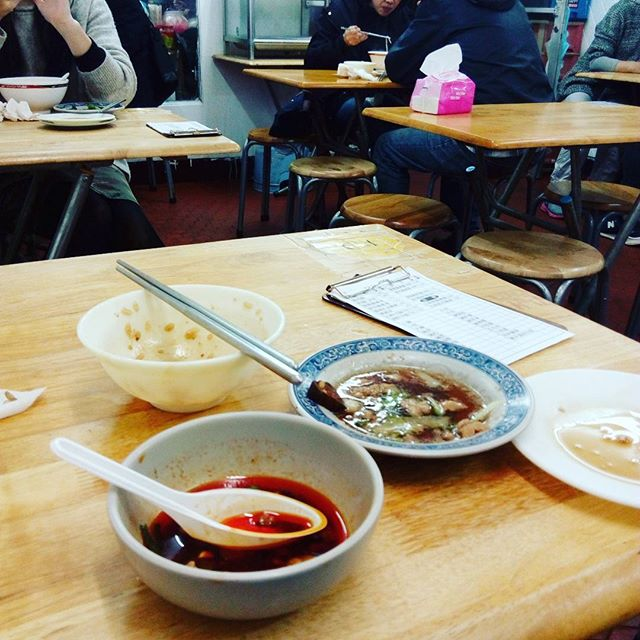 Sometimes you get tired of fancy food and you want a working man's lunch. Nothing like 魯肉飯 to hit the spot....