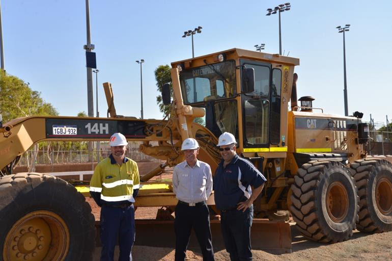 Left: Jamie Robinson, General Manager Ports Cape Lambert Centre: Peter Long, Mayor City of Karratha Right: Rev Richard Goscombe, WCH Reference Group