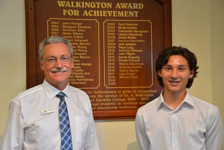 City of Karratha Mayor Peter Long with 2018 Walkington Award recipient Richard Shaw.