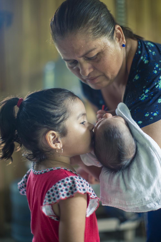 Doña María lucha por el futuro de sus nietos y el Golfo de Nicoya, que hoy peligra de extinción.