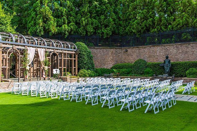 I love a great view! Especially one, so fresh and so clean! Would you consider an outdoor ceremony? 📷 @fotosbyfola . . . . #atlantaweddingplanner #atlantaeventplanner #ravenj #weddinginspiration #weddingideas  #atlantaweddings #atlantabrides #engaged #ravenjevents #atlantawedding
