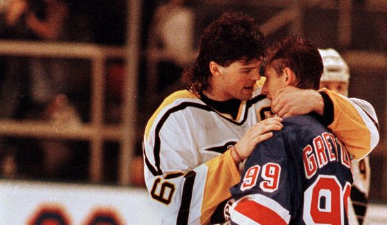 Jaromir Jagr embracing Wayne Gretzky after his very final game in 1999 (Photo:  Washington Times )