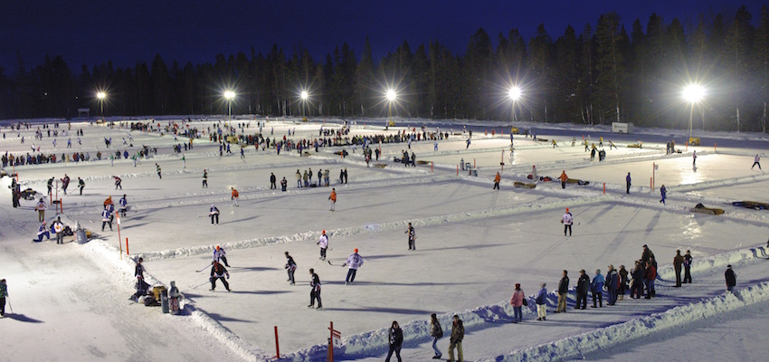 Canadians playing hockey outdoors (Photo:  The 10 and 3 )