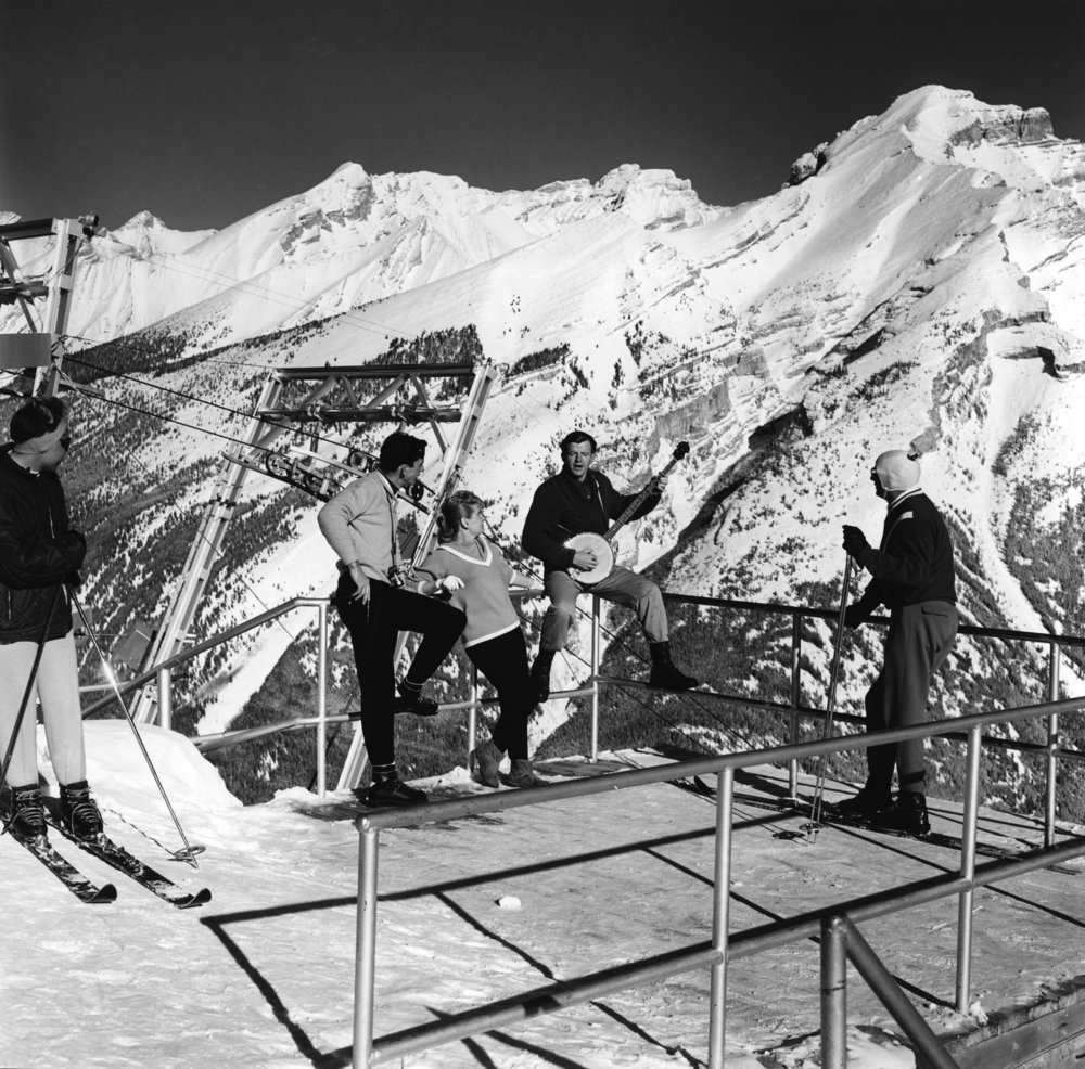 Photo Credit: Gar Lunney, Skiers on Mt. Norquay, 1962. NFB Stills Division Archive. Courtesy of the National Gallery of Canada/Canadian Photography Institute.