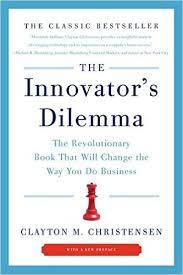 Clayton Christensen, ein Wirtschaftswissenschafter an der Harvard Business School, umreißt die Schwierigkeiten von erfolgreichen bestehenden Unternehmen neue, disruptive Technologien zu integrieren und zeigt Lösungen auf, wie es doch geht.
