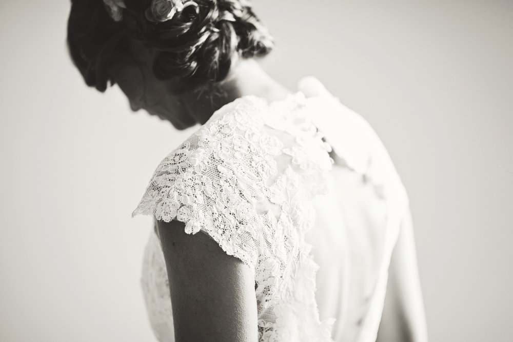 lace wedding gown side profile view