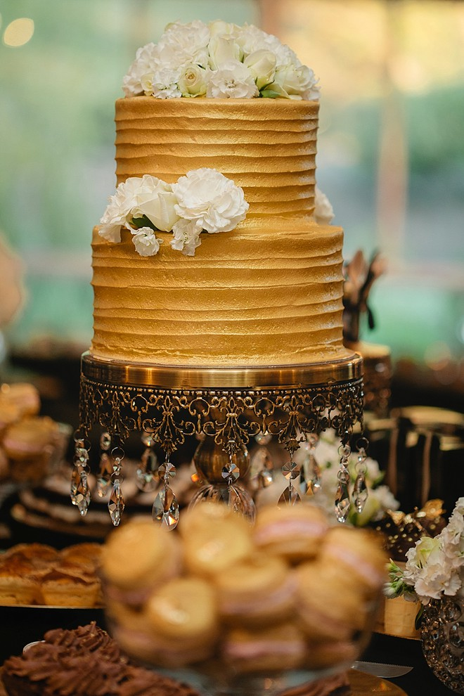 gold frosting cake