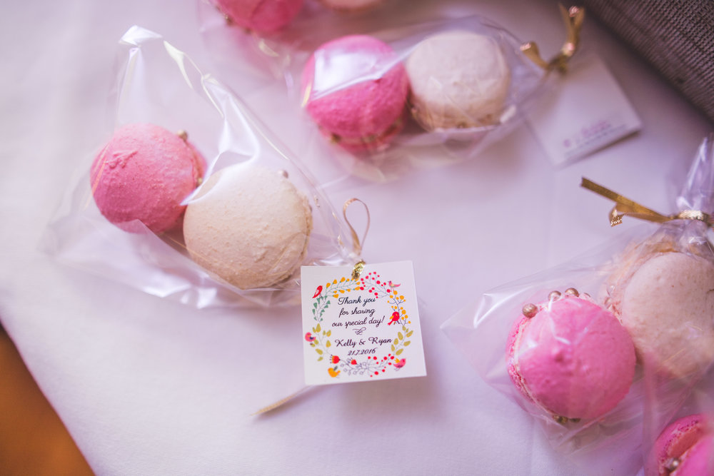 pink and white sweet treats for wedding favors