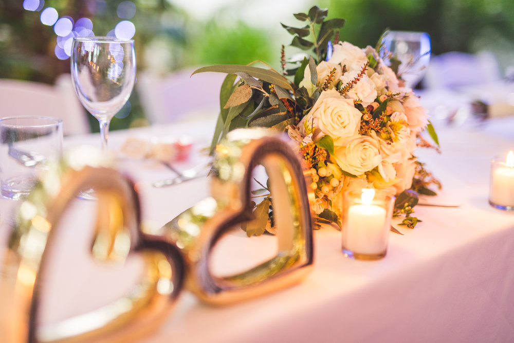 gold hearts head wedding table
