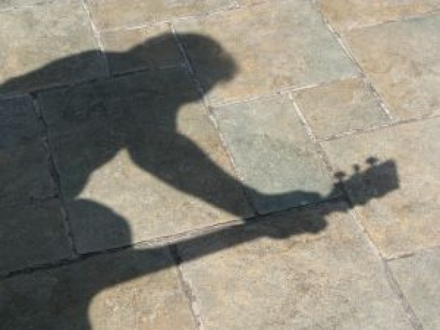 guitar-player-shadow-on-the-floor_21206538.jpg