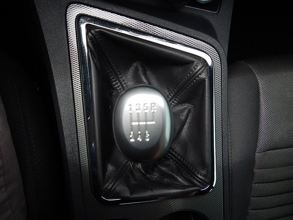 2013 Dodge Challenger 005.jpg